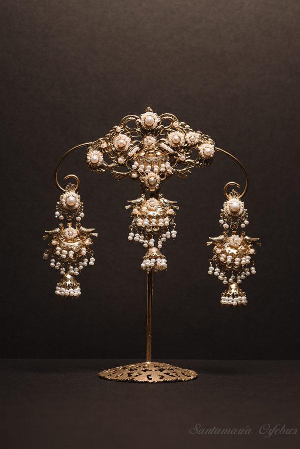 Aderezo Balcón Campanillo, montado perlas cultivadas.
