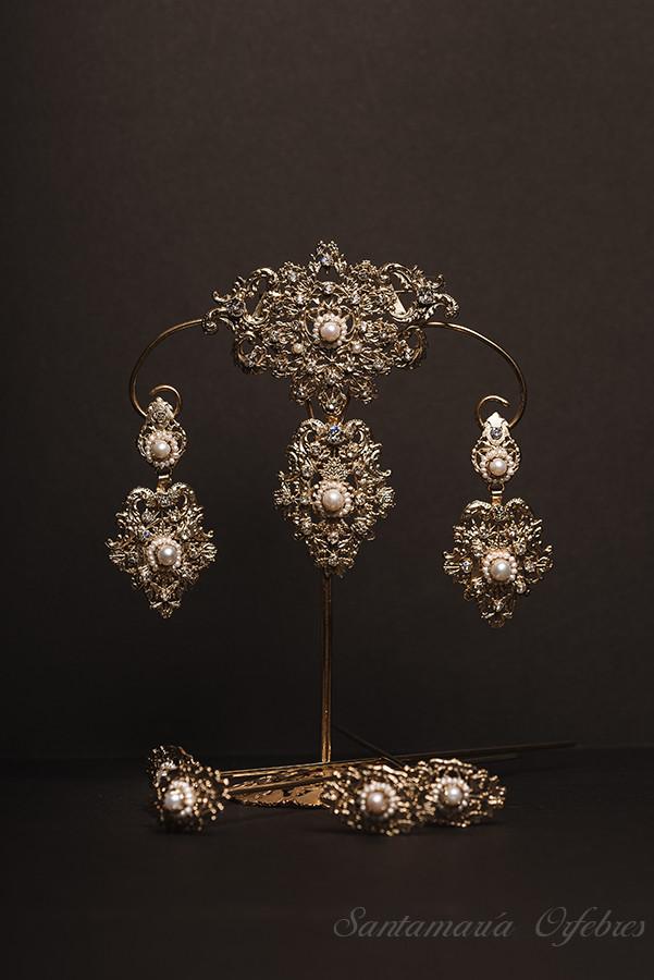 Aderezo Princesa montado con perlas cultivadas y cristal Swarovski.