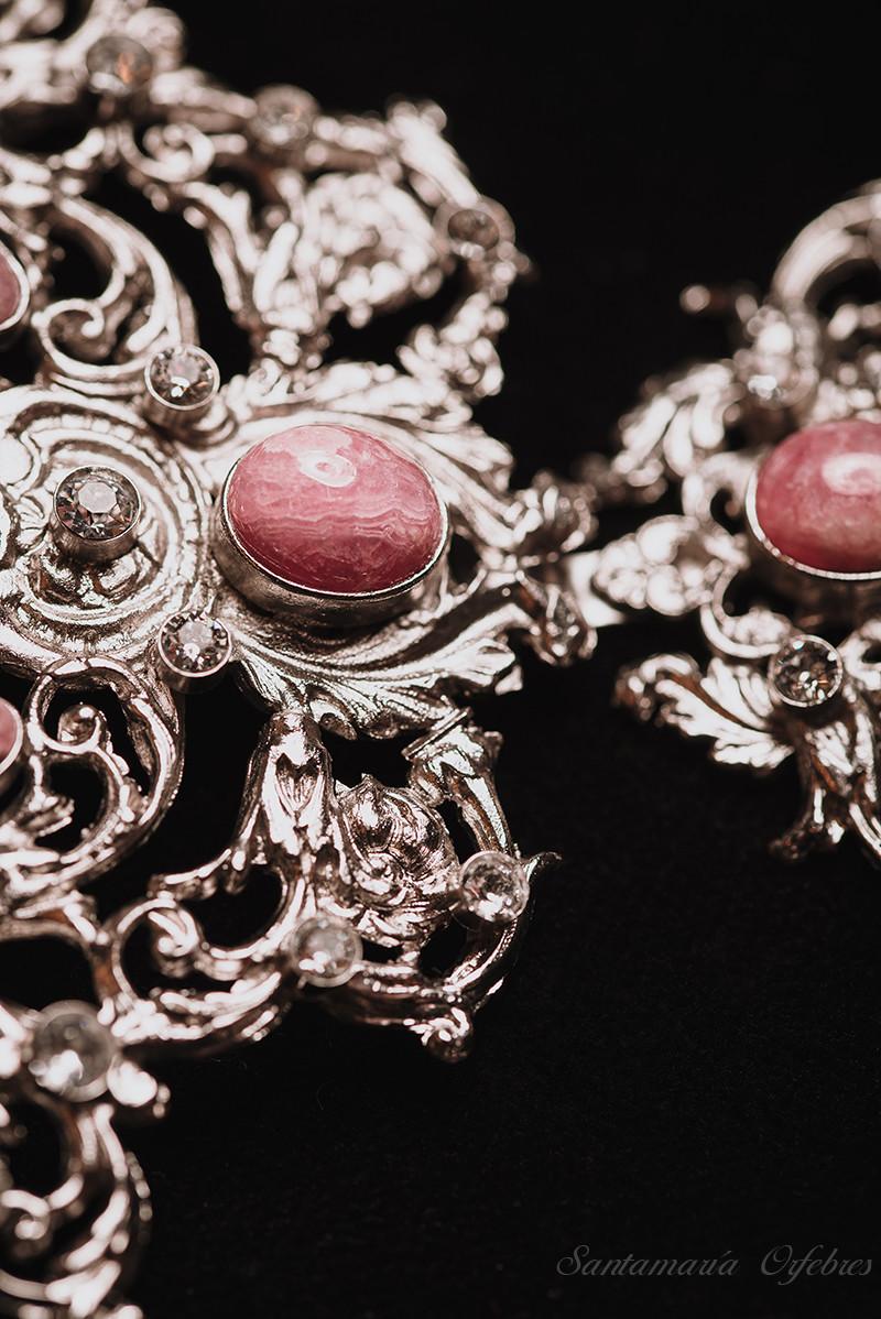 Aderezo Renacimiento, montado en piedra Rodocrosita y cristal Swarovski.