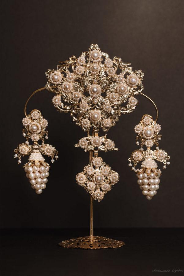 Aderezo Racimo, montado en perlas cular cultivadas.